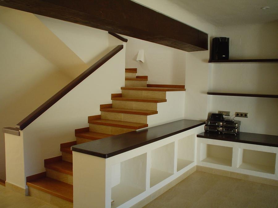 Fabricaci n de muebles en carpinteria costa blanca sl - Decoracion paredes escaleras ...
